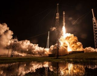 SpaceX launches heavy telecom satellite, sticks high-seas landing | Ars Technica